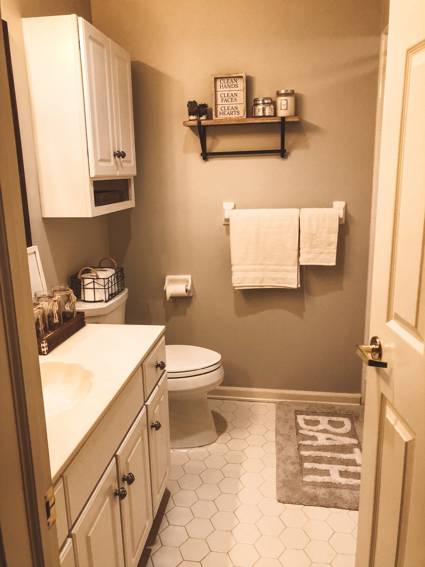 Bathroom Revamp on a Budget!